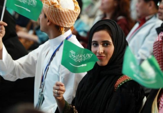 زنان عربی در حال حمل پرچم