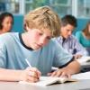در حال آموزش زبان آلمانی به کودک