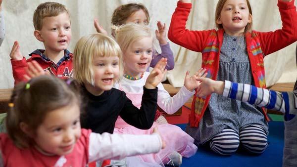 کودکان در حال یادگیری المانی