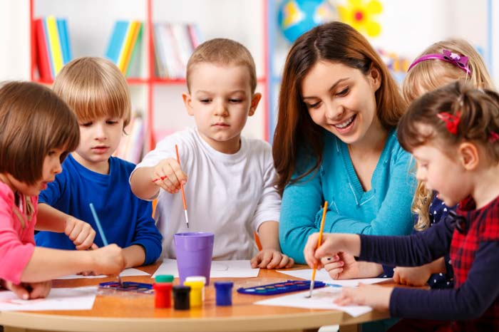 کودکان در حال یادگیری زبان انگلیسی