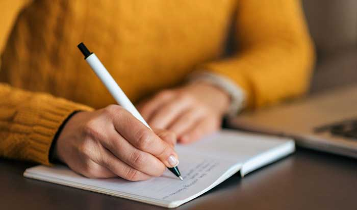 در حال نوشتن