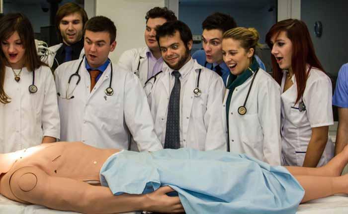 دانشجوی پزشکی