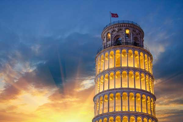 برج پیزا در شب