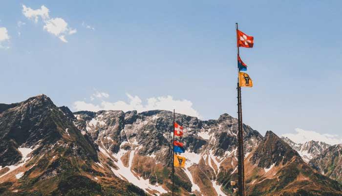 پرچم زبان های مختلف در سوییس